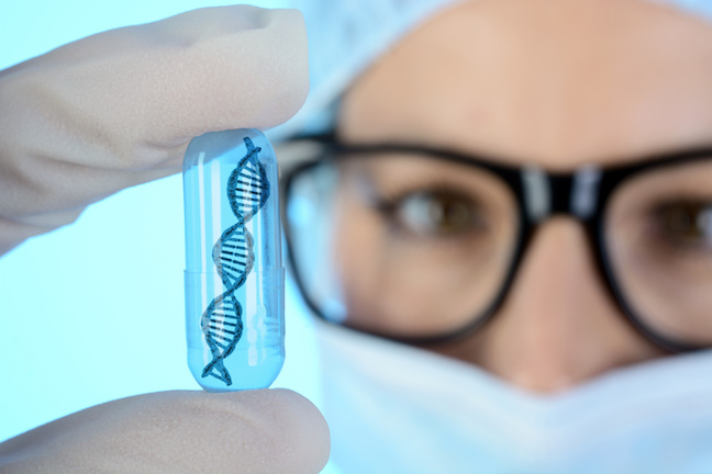 Arzt, Gentechniker oder Genetiker hält Pille oder Kapsel mit DNA Doppelhelix